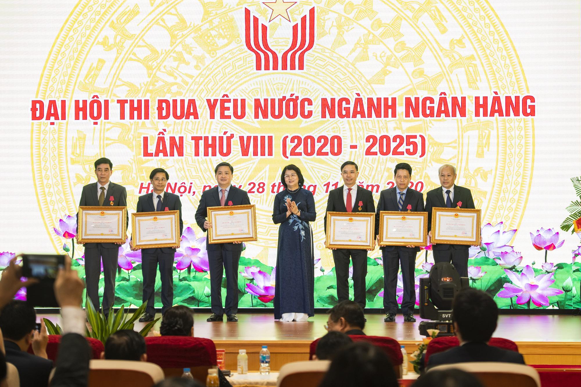 Chủ tịch Quốc hội dự Đại hội thi đua yêu nước ngành Ngân hàng - Ảnh 3.