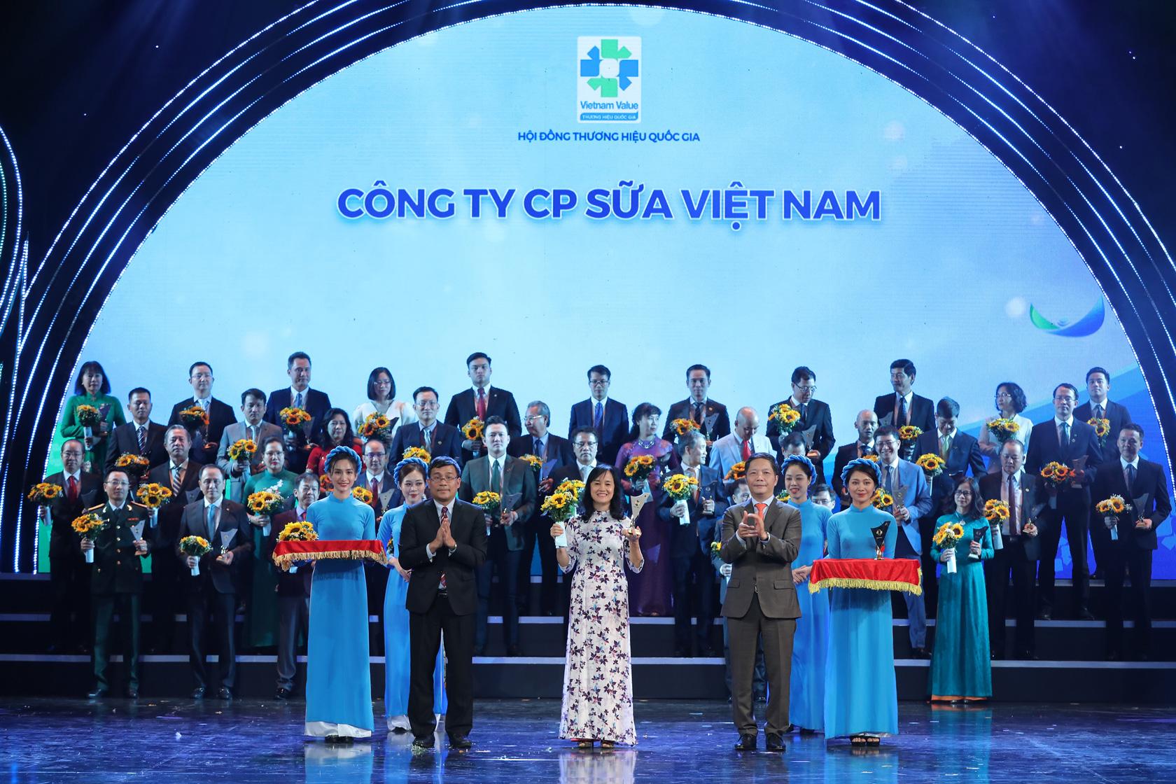 Vinamilk được vinh danh thương hiệu quốc gia lần thứ 6 liên tiếp, tiếp nối hành trình 12 năm đưa thương hiệu sữa Việt vươn tầm thế giới - Ảnh 1.