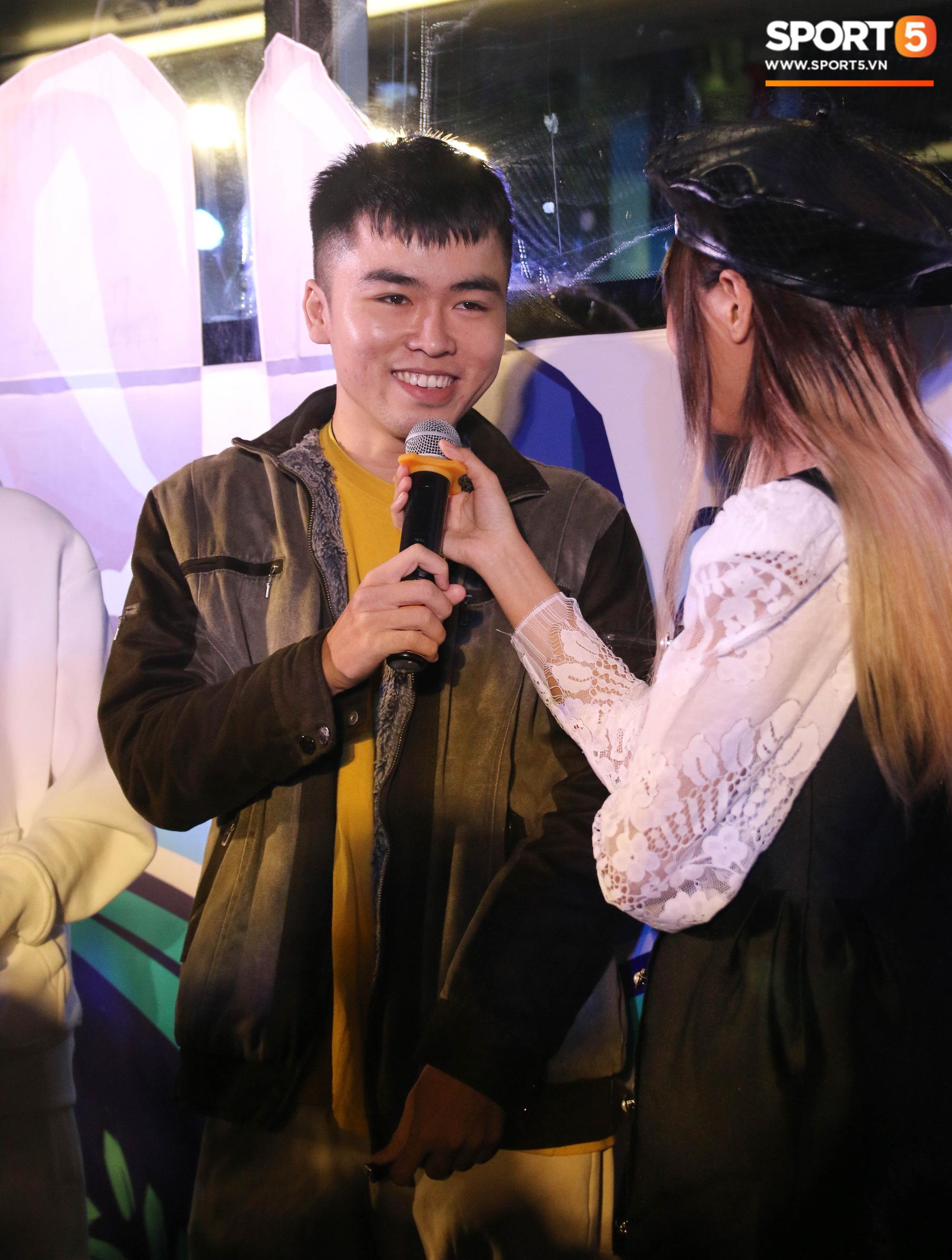 """Tham gia showmatch Tốc Chiến, cặp đôi Bomman - Minh Nghi ăn no hành vì """"imposter"""" Minas cùng bạn gái - Ảnh 4."""