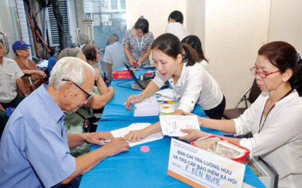 Chính sách về hưu trước tuổi mới áp dụng từ 1/1/2021 - Ảnh 1.