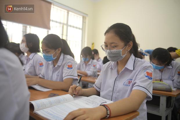 Bộ GDĐT yêu cầu tăng cường các biện pháp phòng, chống dịch Covid-19 trong trường học - Ảnh 1.