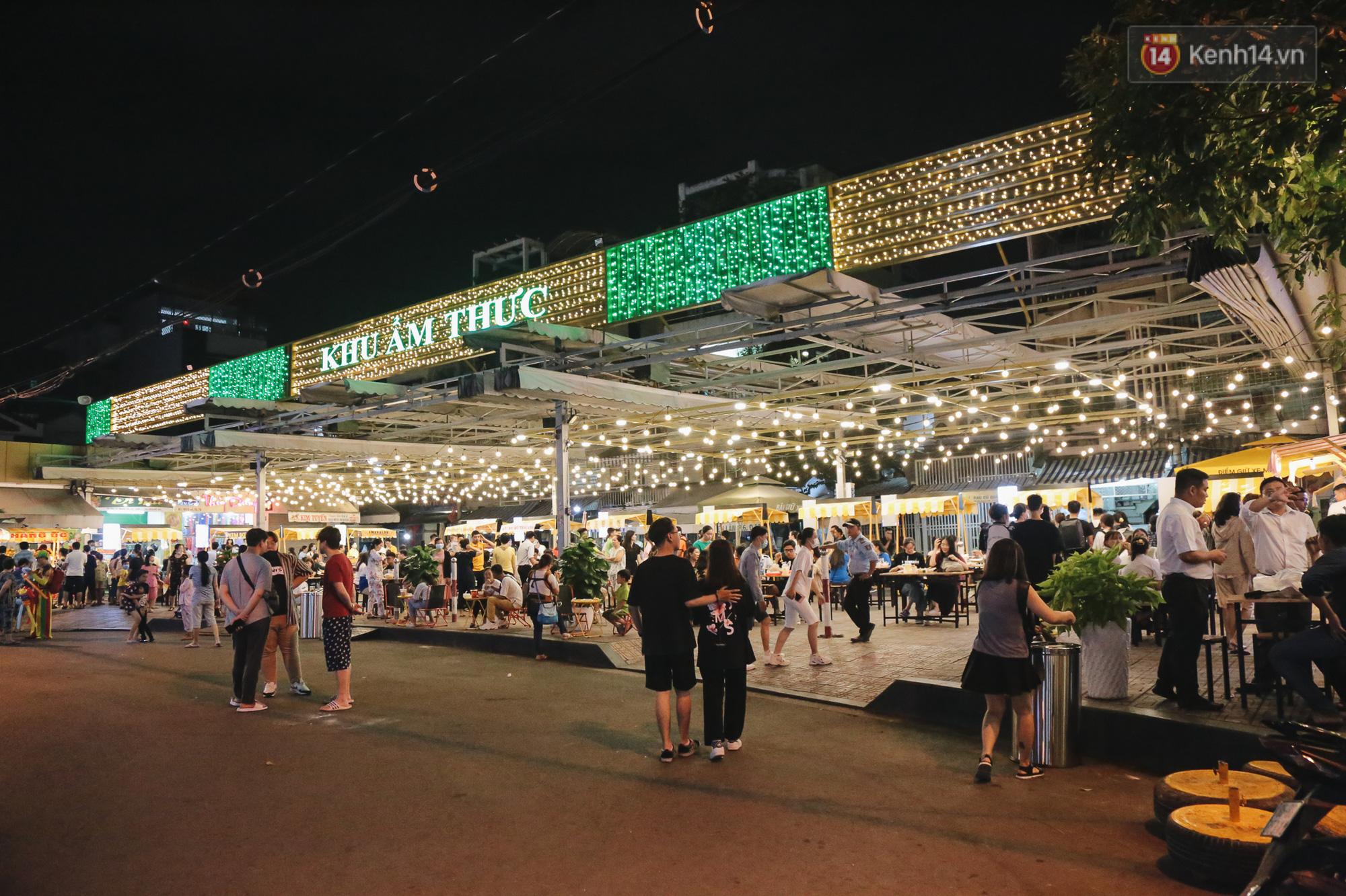 Cận cảnh phố đi bộ đêm thứ 3 vừa hoạt động thử nghiệm ở Sài Gòn - Ảnh 7.