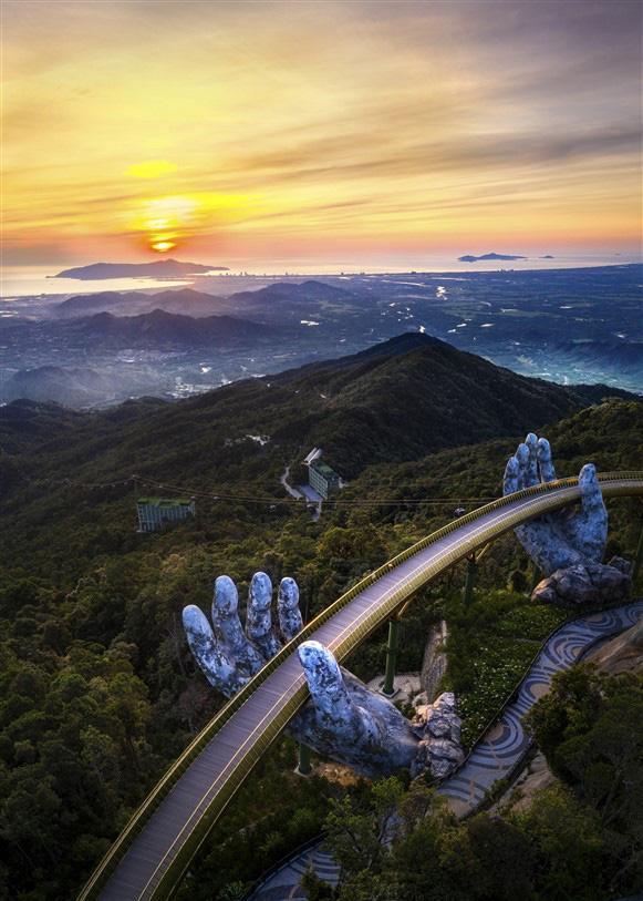Cây cầu bắc ước mơ du lịch Việt vươn tầm thế giới - Ảnh 2.