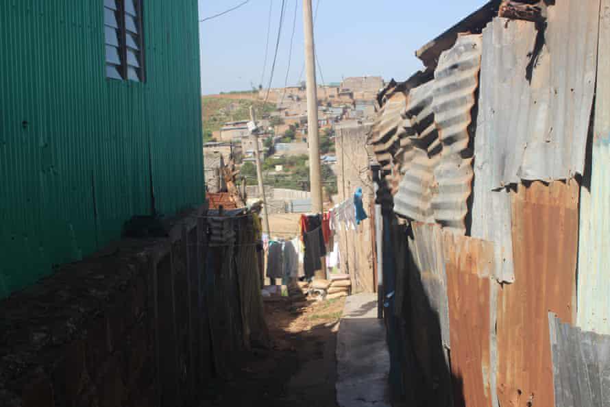 """Hàng nghìn nữ sinh ở Kenya """"bỗng dưng"""" mang bầu giữa đại dịch Covid-19, lý do vì đâu mà xảy ra thực trạng nhức nhối đến như vậy? - Ảnh 2."""