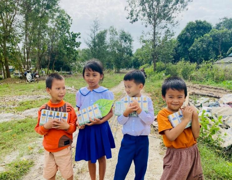 """Vinamilk đồng hành cùng cặp lá yêu thương với hành trình """"Trao cơ hội đi học, cho cơ hội đổi đời"""" - Ảnh 4."""