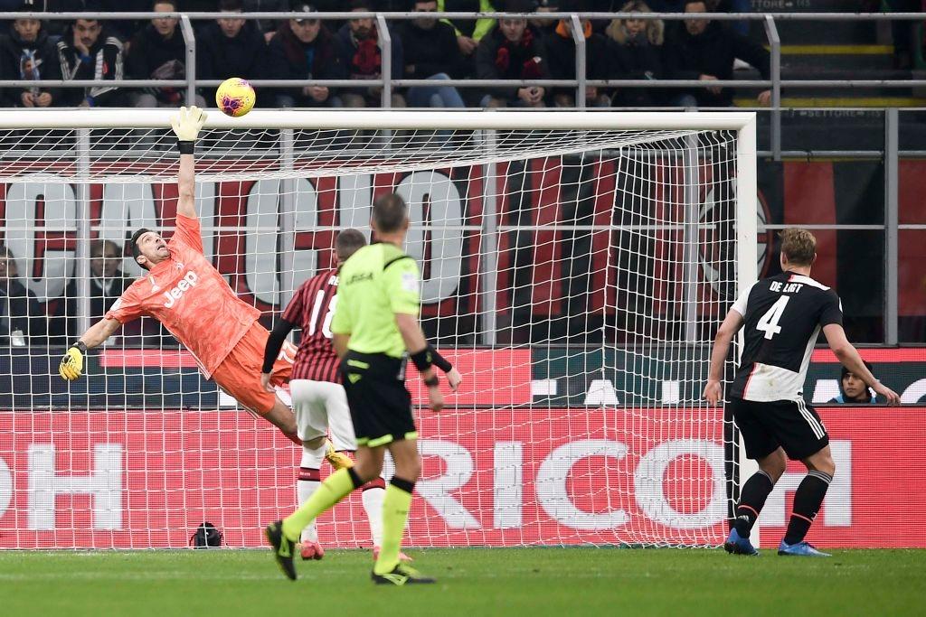 Ronaldo tiếp tục lập công cứu Juventus thoát khỏi trận thua trước AC Milan - Ảnh 2.