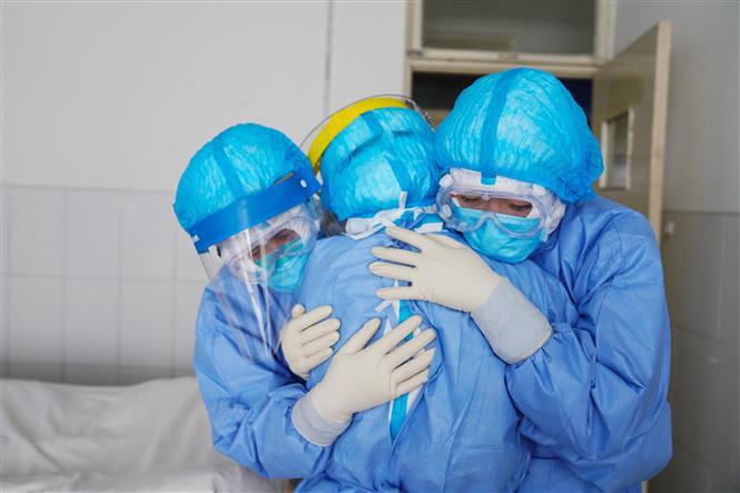 """Câu chuyện chua xót về những nữ y tá bị người dân kỳ thị vì """"mang virus đi khắp nơi"""" giữa dịch corona - Ảnh 1."""