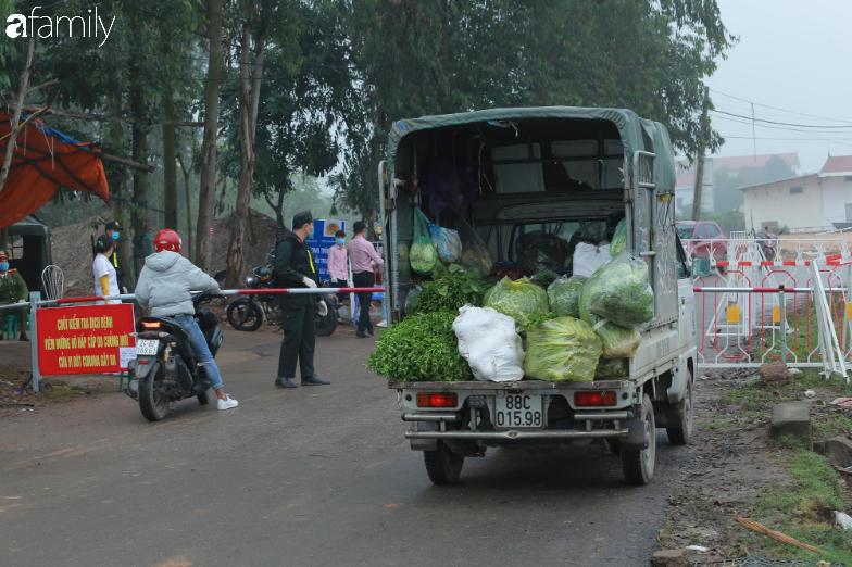 Chùm ảnh: Cuộc sống của người dân xã Sơn Lôi trong những ngày đầu cách ly nghiêm ngặt, không còn quá hoang mang, tập trung toàn lực phòng dịch - Ảnh 1.