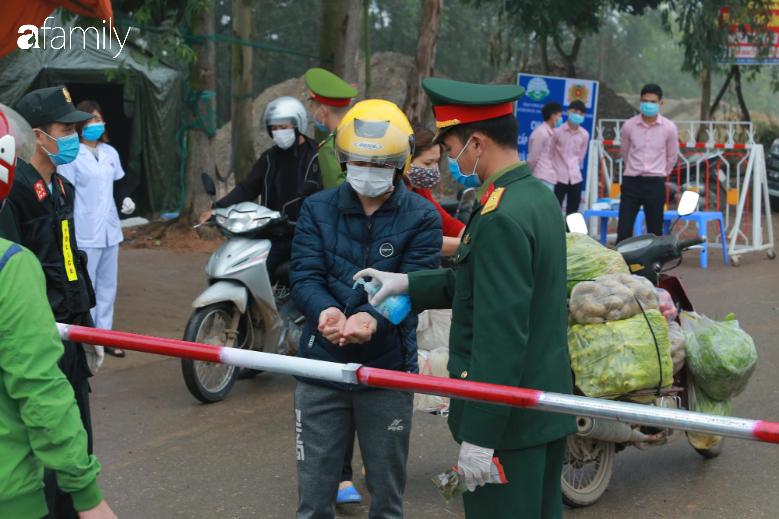 """Chủ tịch UBND huyện Bình Xuyên: """"Phải thực hiện niêm yết giá như chưa có dịch, nếu tăng giá chính quyền sẽ chịu tránh nhiệm"""" - Ảnh 4."""