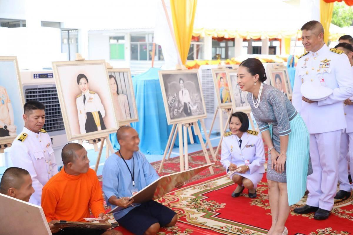 Hai nàng công chúa Thái Lan lại gây sốt với vẻ ngoài trái ngược nhau: Người sang chảnh quyến rũ, người thanh lịch khiêm nhường  - Ảnh 8.