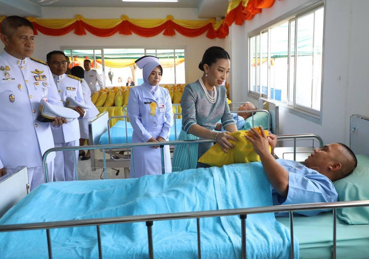 Hai nàng công chúa Thái Lan lại gây sốt với vẻ ngoài trái ngược nhau: Người sang chảnh quyến rũ, người thanh lịch khiêm nhường  - Ảnh 9.