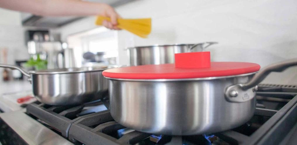 Giảm phân nửa số vung nồi cần dùng mỗi lần nấu ăn nhờ loại vung úp vừa bất kỳ chiếc nồi nào trong nhà bếp của bạn - Ảnh 4.