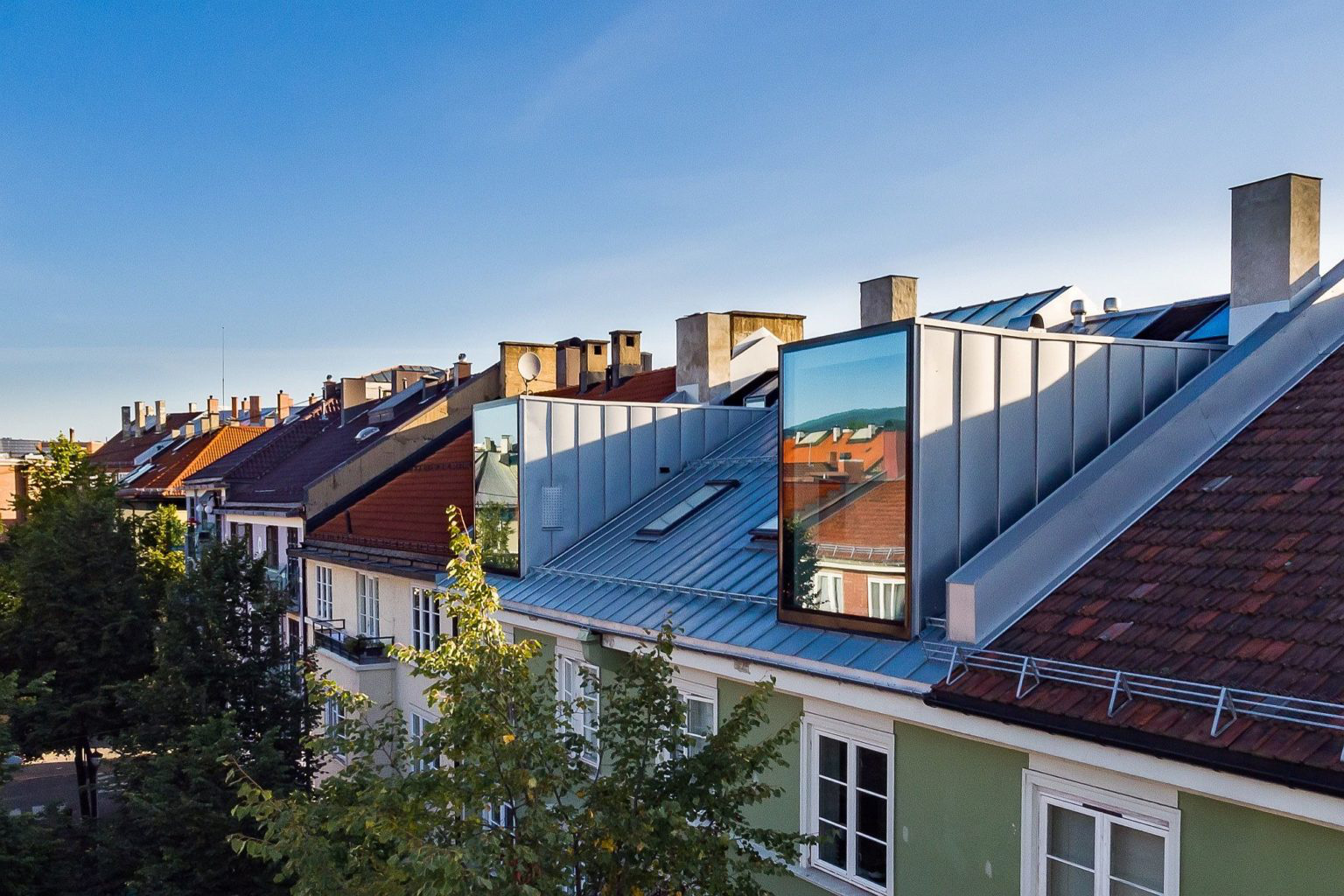 Biến hóa gác xép cũ ở thành phố Oslo thành căn hộ hiện đại, xinh xắn mới thấy bạn đã phải chết mê - Ảnh 1.