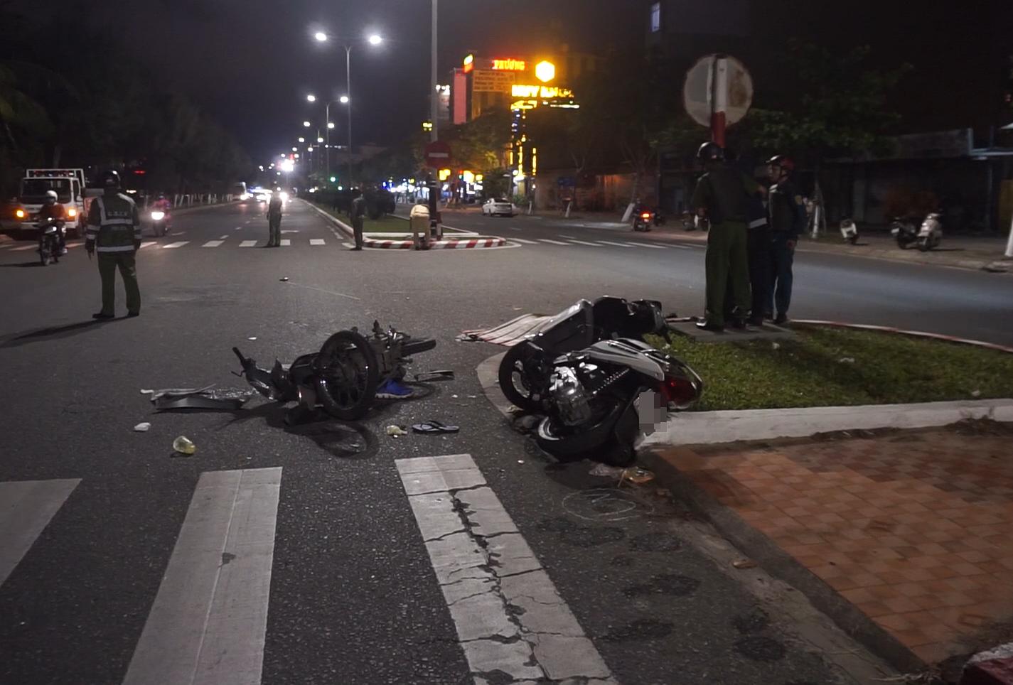 Clip: 2 xe máy tông nhau kinh hoàng, 1 người chết, 2 thanh niên nguy kịch - Ảnh 5.