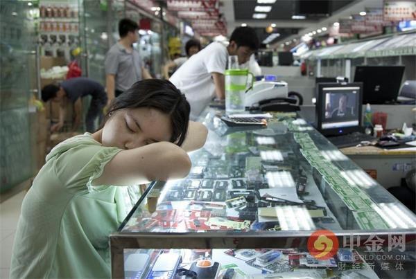 Chợ điện tử lớn nhất Trung Quốc đóng cửa vì COVID-19, thương nhân mò mẫm tìm cách sinh tồn - Ảnh 8.