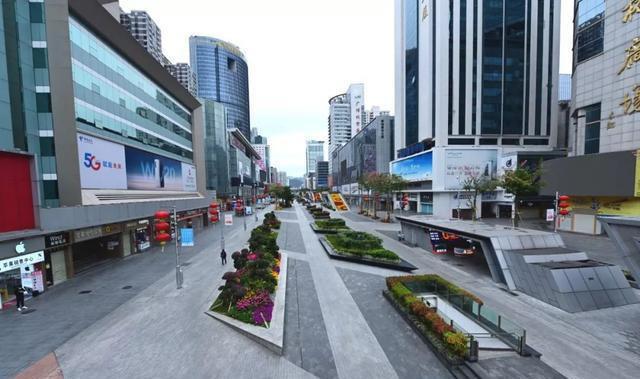 Chợ điện tử lớn nhất Trung Quốc đóng cửa vì COVID-19, thương nhân mò mẫm tìm cách sinh tồn - Ảnh 1.