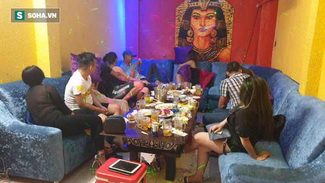 Bắt 2 nữ tiếp viên nhà hàng bán dâm cho khách với gia 2 triệu đồng/lượt ở Sài Gòn - Ảnh 3.
