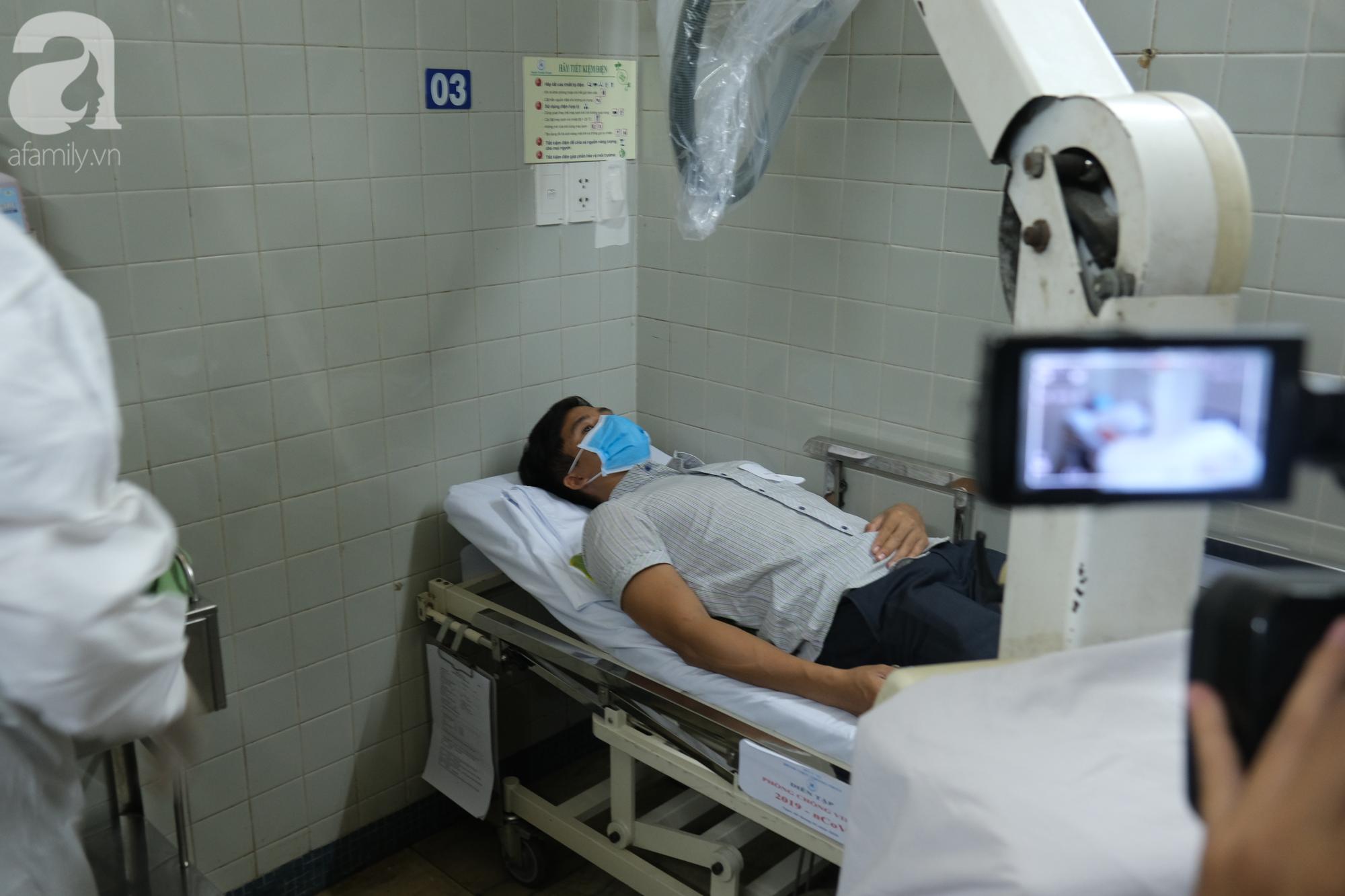 2 hành khách trên du thuyền Westerdam có người nhiễm Covid-19 đáp sân bay Tân Sơn Nhất, TP.HCM tiến hành kiểm dịch trong đêm - Ảnh 4.
