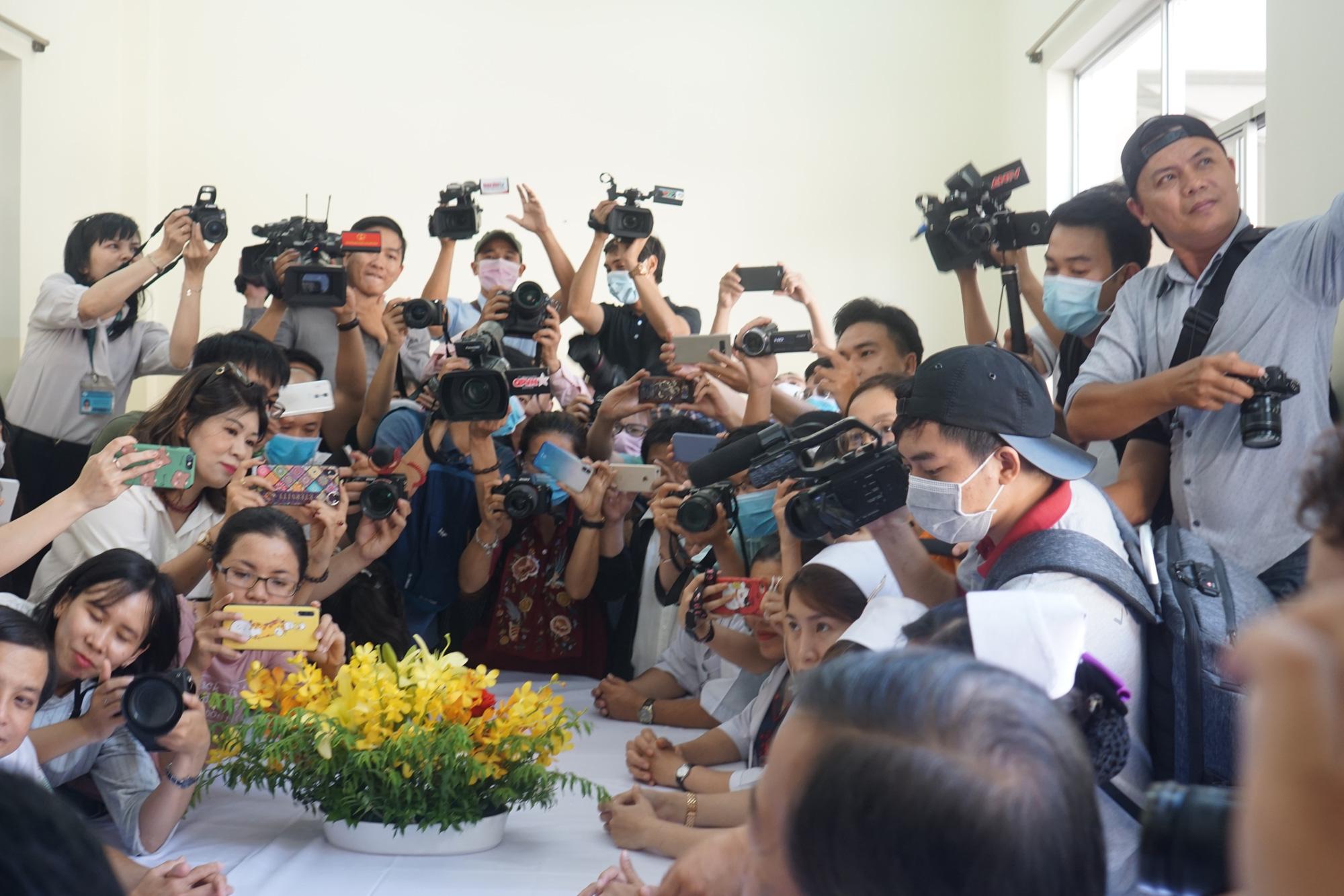 Bệnh nhân thứ 3 nhiễm corona ở Sài Gòn được chữa khỏi: Tôi từ chỗ chết trở về - Ảnh 10.