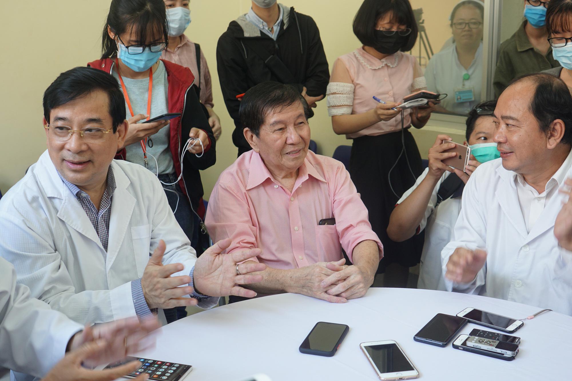 Bệnh nhân thứ 3 nhiễm corona ở Sài Gòn được chữa khỏi: Tôi từ chỗ chết trở về - Ảnh 9.