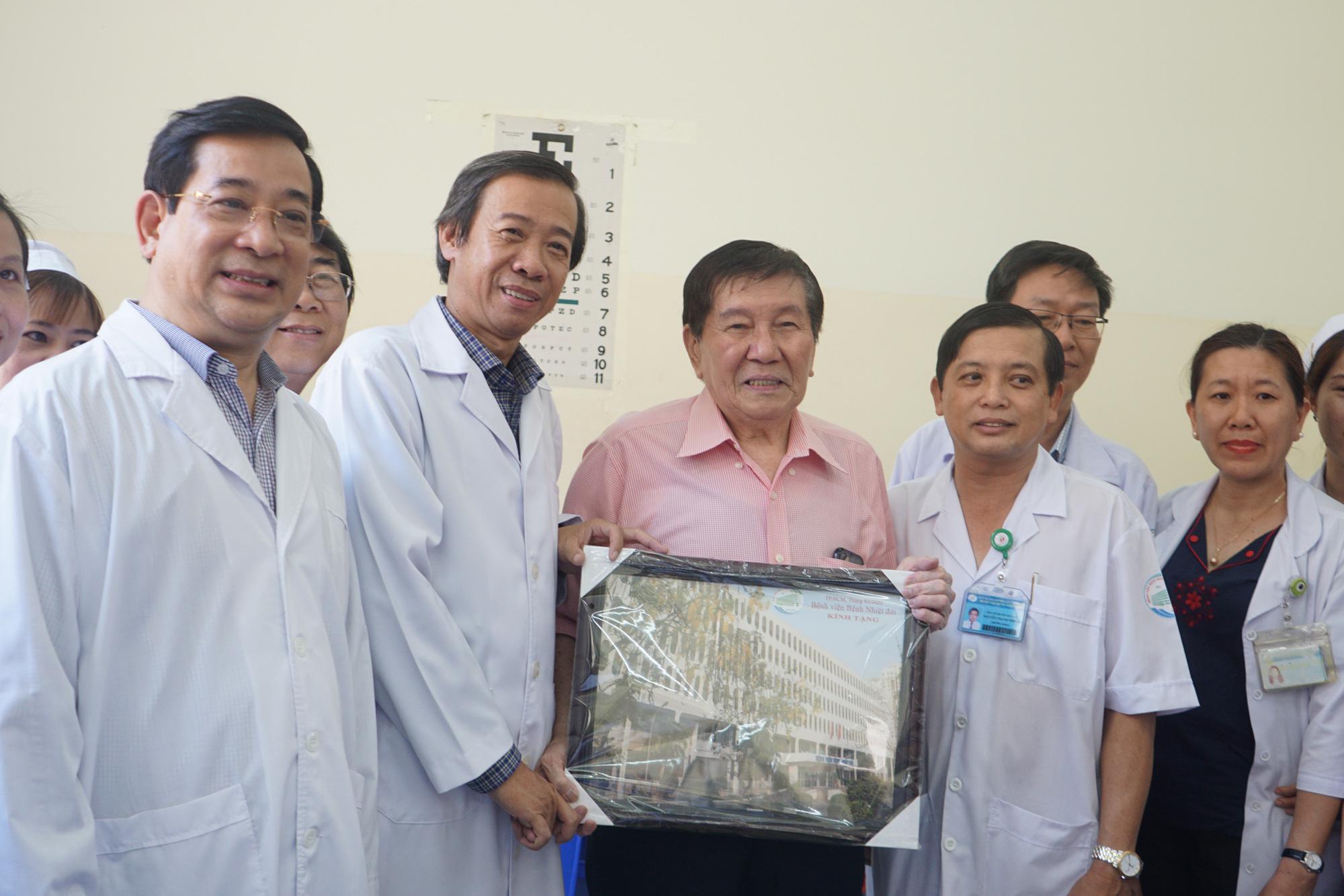 Bệnh nhân thứ 3 nhiễm corona ở Sài Gòn được chữa khỏi: Tôi từ chỗ chết trở về - Ảnh 11.