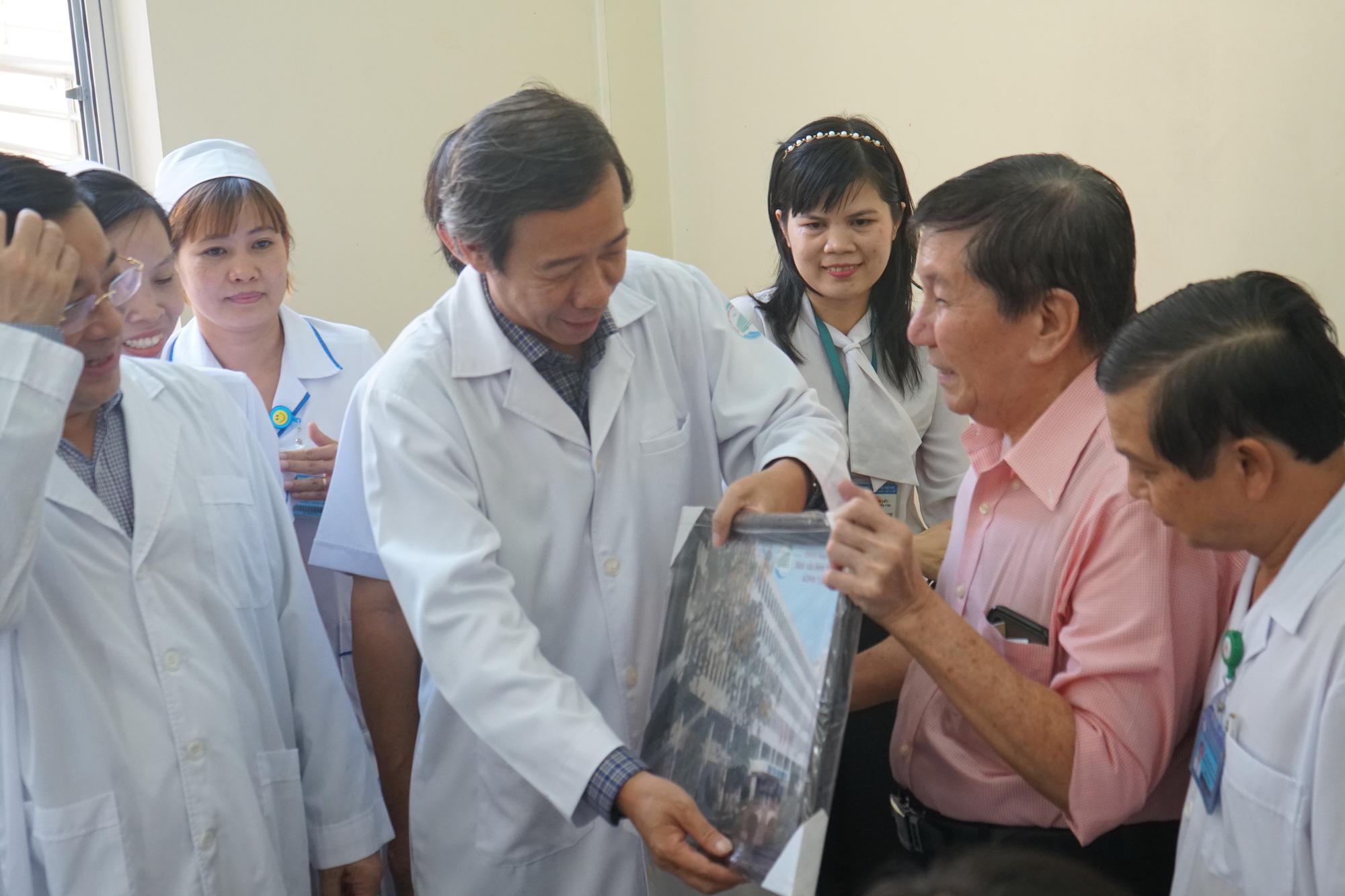Bệnh nhân thứ 3 nhiễm corona ở Sài Gòn được chữa khỏi: Tôi từ chỗ chết trở về - Ảnh 5.