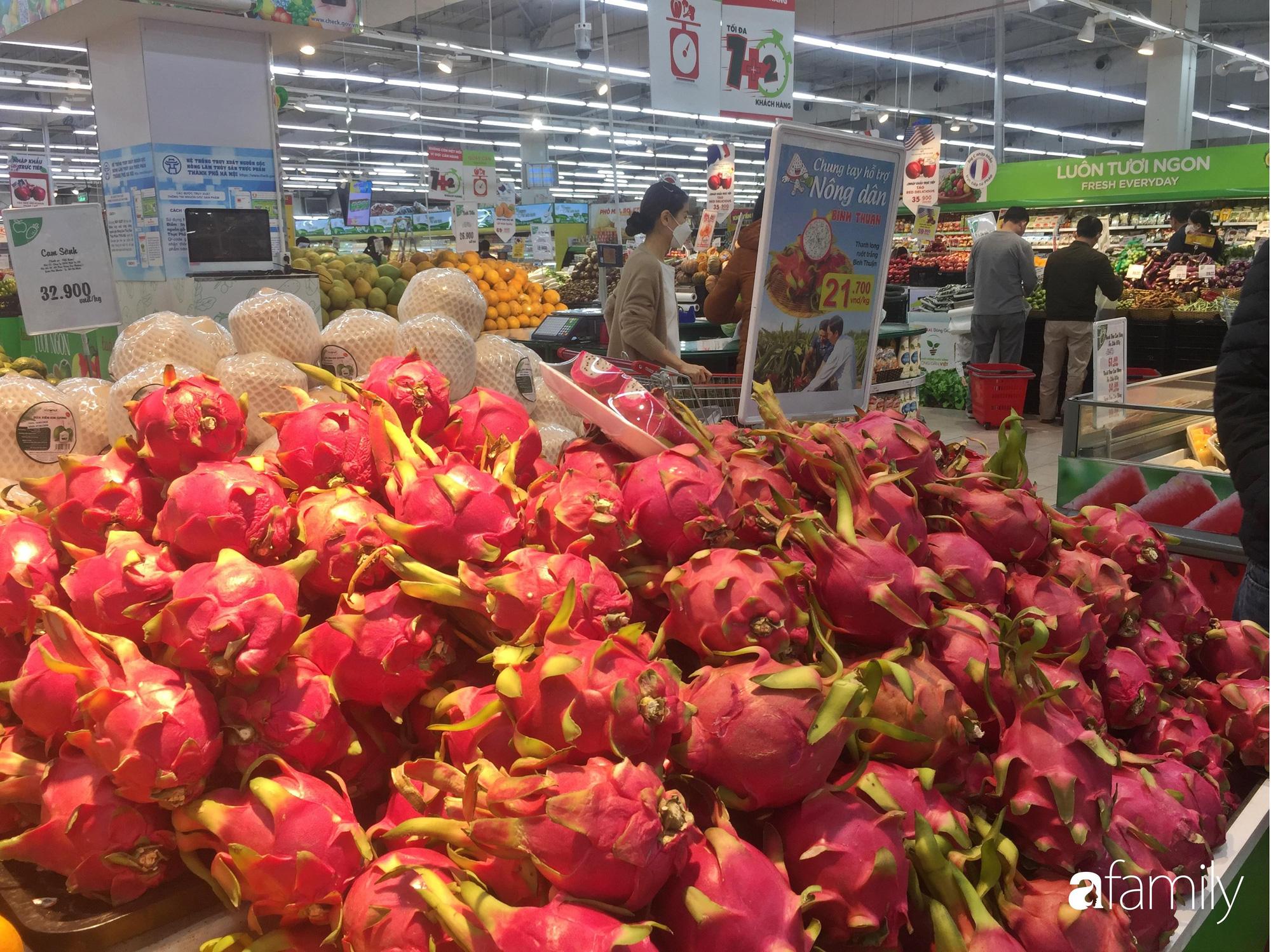 Giá hoa quả trong siêu thị rẻ gấp 3 lần so với thời điểm trước Tết, dưa hấu còn 6.700 đồng/kg - Ảnh 3.