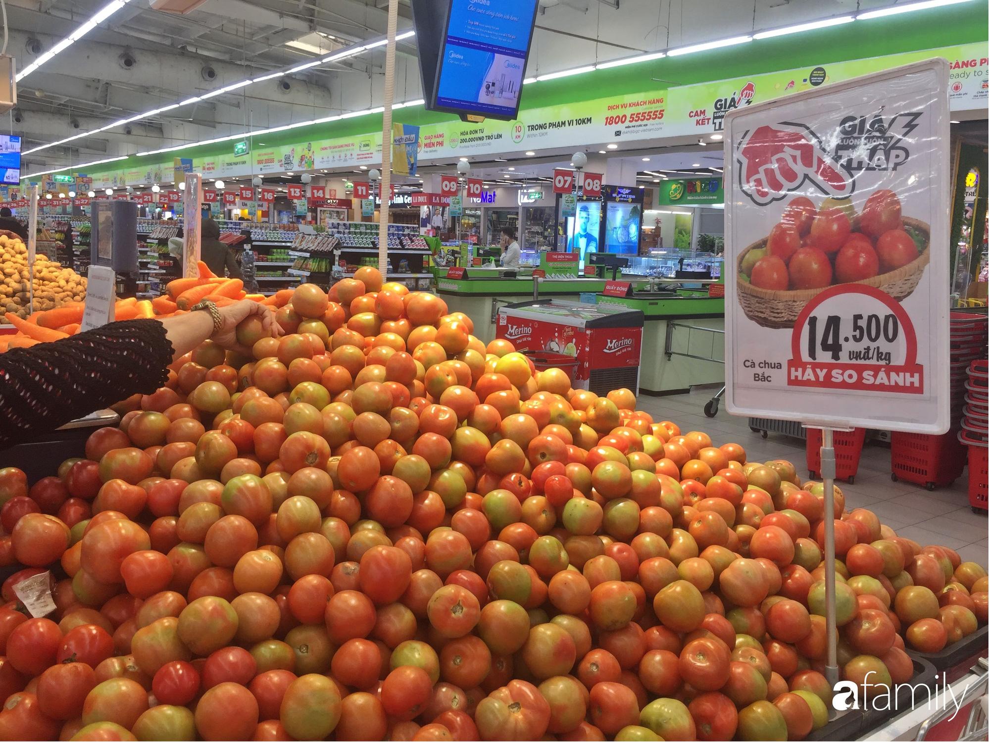 Giá hoa quả trong siêu thị rẻ gấp 3 lần so với thời điểm trước Tết, dưa hấu còn 6.700 đồng/kg - Ảnh 12.