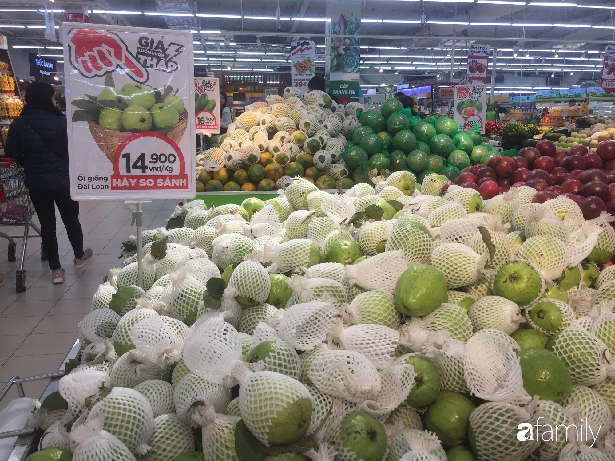 Giá hoa quả trong siêu thị rẻ gấp 3 lần so với thời điểm trước Tết, dưa hấu còn 6.700 đồng/kg - Ảnh 6.
