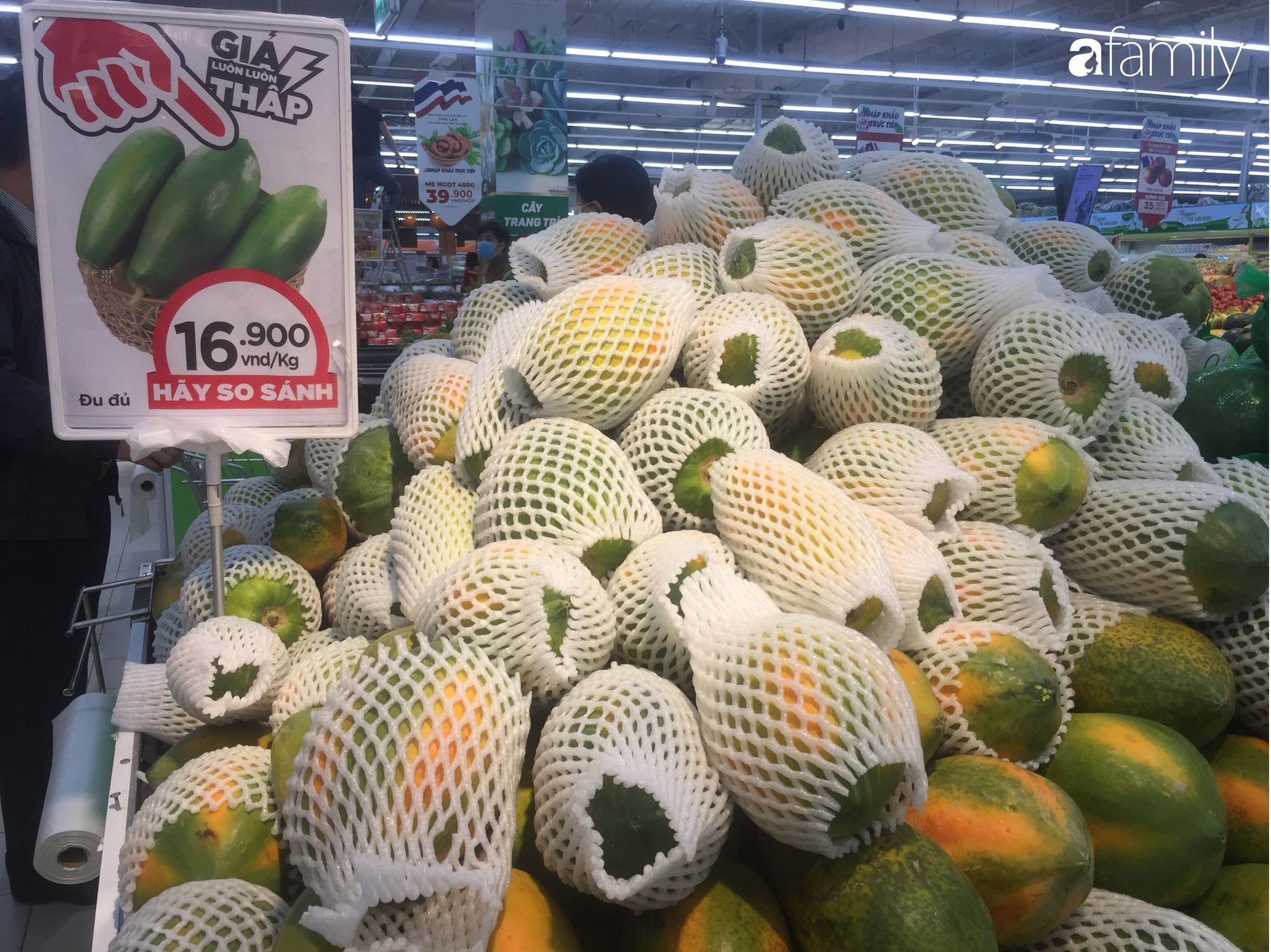 Giá hoa quả trong siêu thị rẻ gấp 3 lần so với thời điểm trước Tết, dưa hấu còn 6.700 đồng/kg - Ảnh 7.
