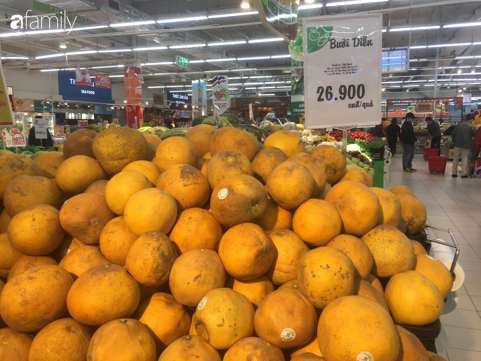 Giá hoa quả trong siêu thị rẻ gấp 3 lần so với thời điểm trước Tết, dưa hấu còn 6.700 đồng/kg - Ảnh 9.