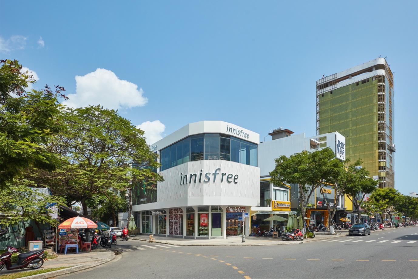 """Mở rộng chuỗi cửa hàng thân thiện với môi trường, innisfree khai trương """"điểm dừng chân xanh"""" đầu tiên tại Đà Nẵng - Ảnh 1."""