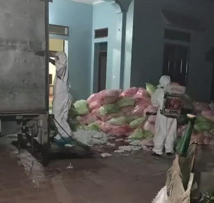 Thanh niên gom 600kg khẩu trang đã qua sử dụng ở Vĩnh Phúc mang về Hà Nội - Ảnh 1.