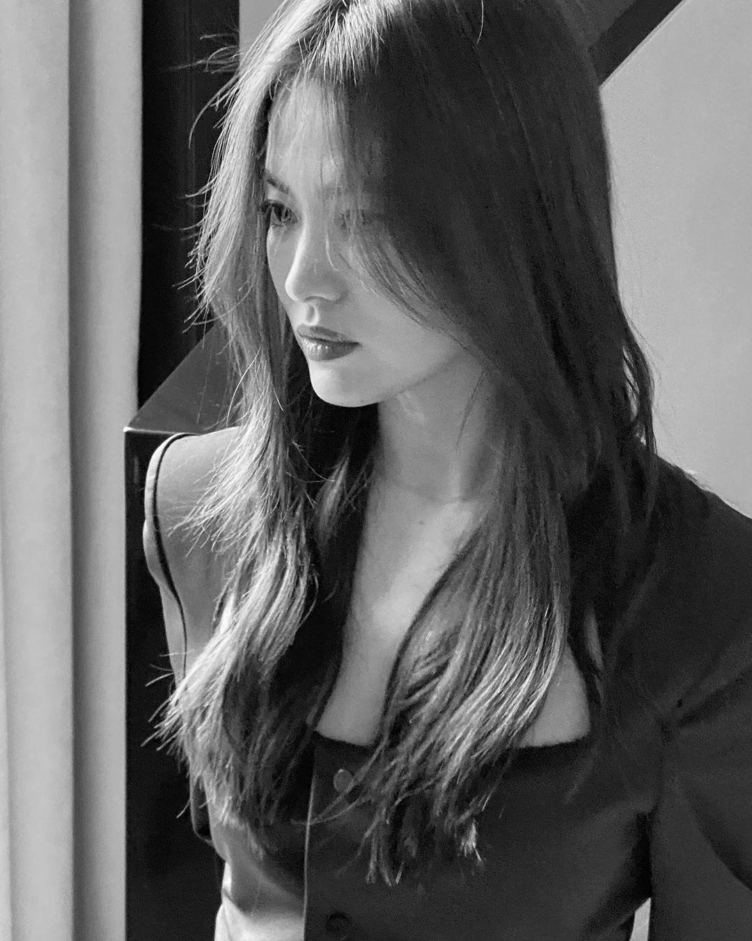 """Trong khi Song Joong Ki ngày càng """"bụi phủi"""" thì ra đây mà xem """"chị đại"""" Song Hye Kyo gây náo loạn trời Tây với thần thái đỉnh cao này - Ảnh 4."""