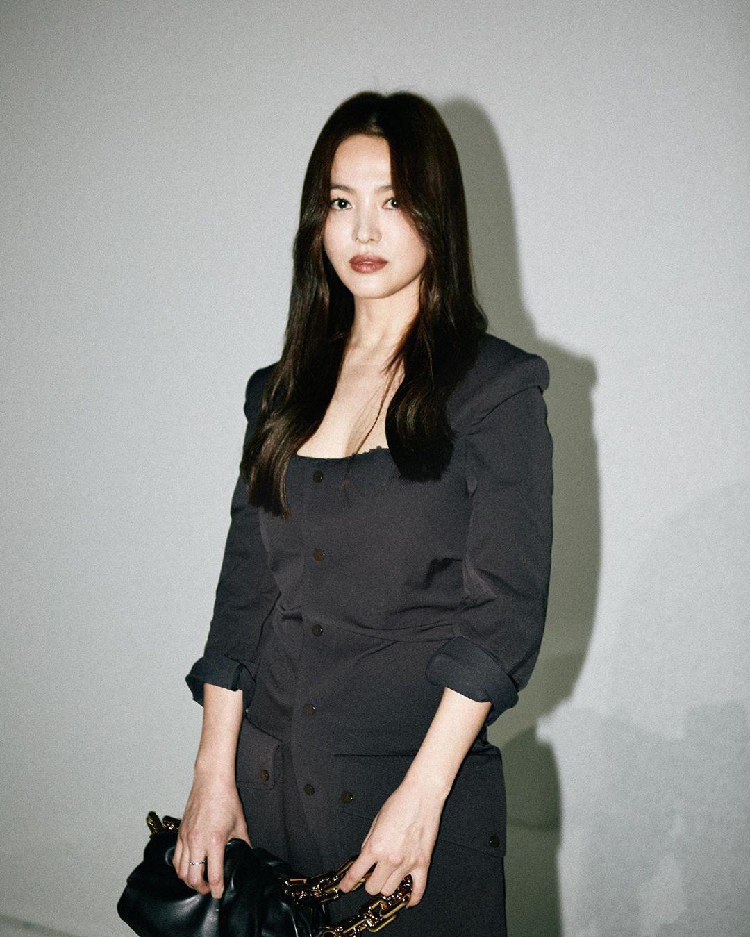 """Trong khi Song Joong Ki ngày càng """"bụi phủi"""" thì ra đây mà xem """"chị đại"""" Song Hye Kyo gây náo loạn trời Tây với thần thái đỉnh cao này - Ảnh 6."""