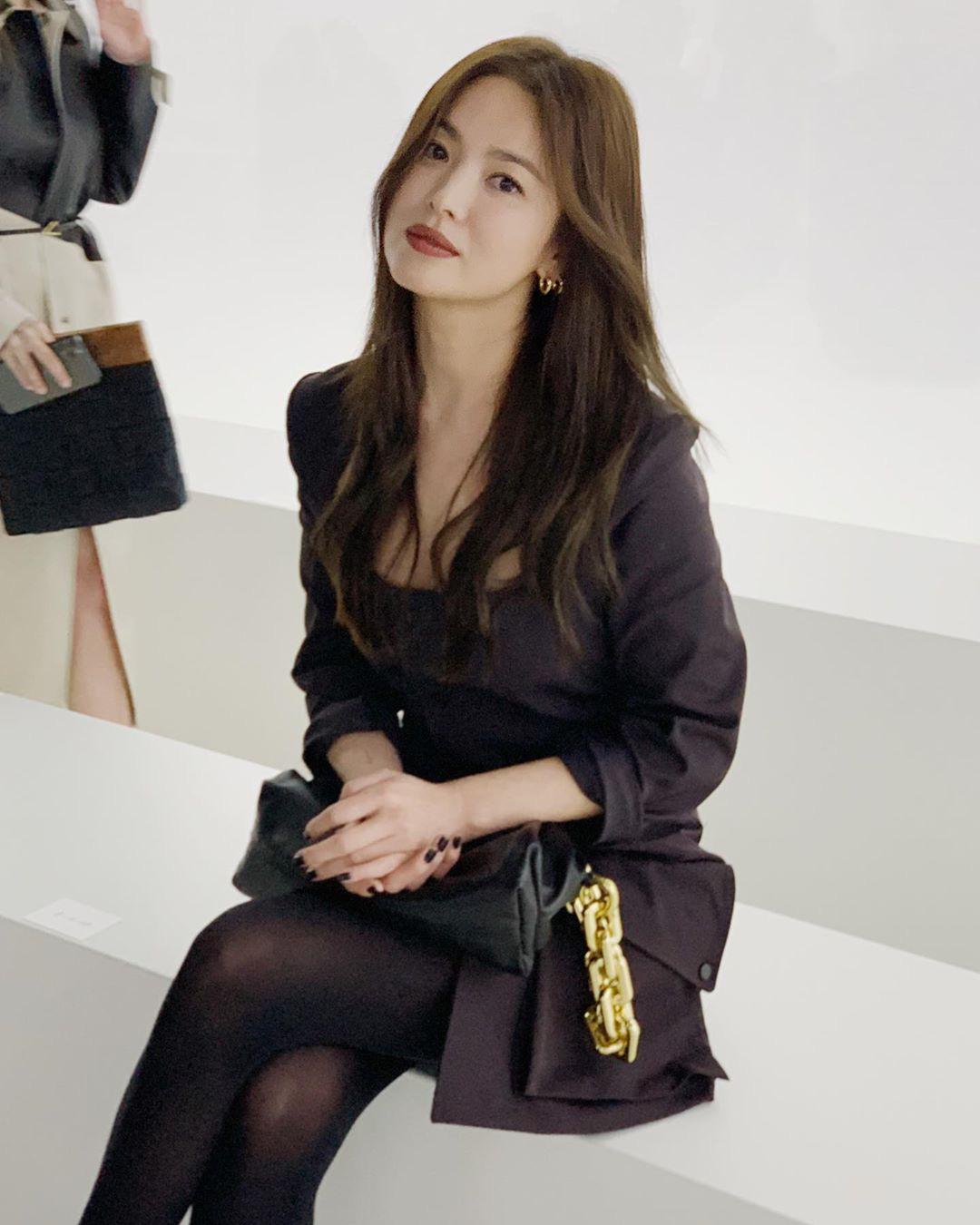 """Trong khi Song Joong Ki ngày càng """"bụi phủi"""" thì ra đây mà xem """"chị đại"""" Song Hye Kyo gây náo loạn trời Tây với thần thái đỉnh cao này - Ảnh 5."""