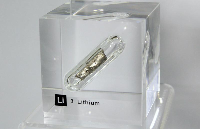 Nếu hàng tỷ ô tô chạy xăng trên thế giới chuyển thành xe Tesla, liệu có đủ Lithium để sản xuất pin cho chúng? - Ảnh 1.