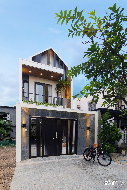 Nhà phố 2 tầng rộng 100m2 được thiết kế ấn tượng với khoảng thông tầng nhiều ánh sáng có chi phí 1,4 tỷ ở Đà Nẵng - Ảnh 1.