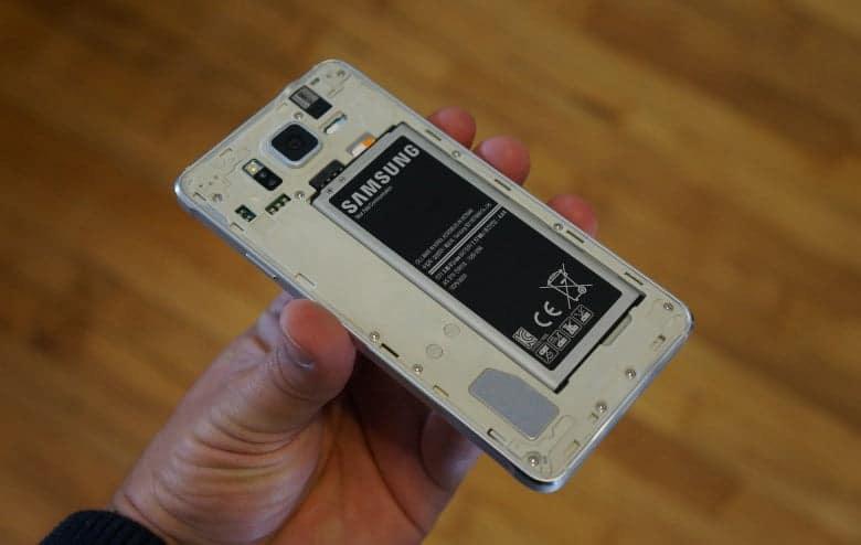 Rò rỉ quy định mới của Châu Âu, buộc pin smartphone phải dễ thay hơn - Ảnh 1.