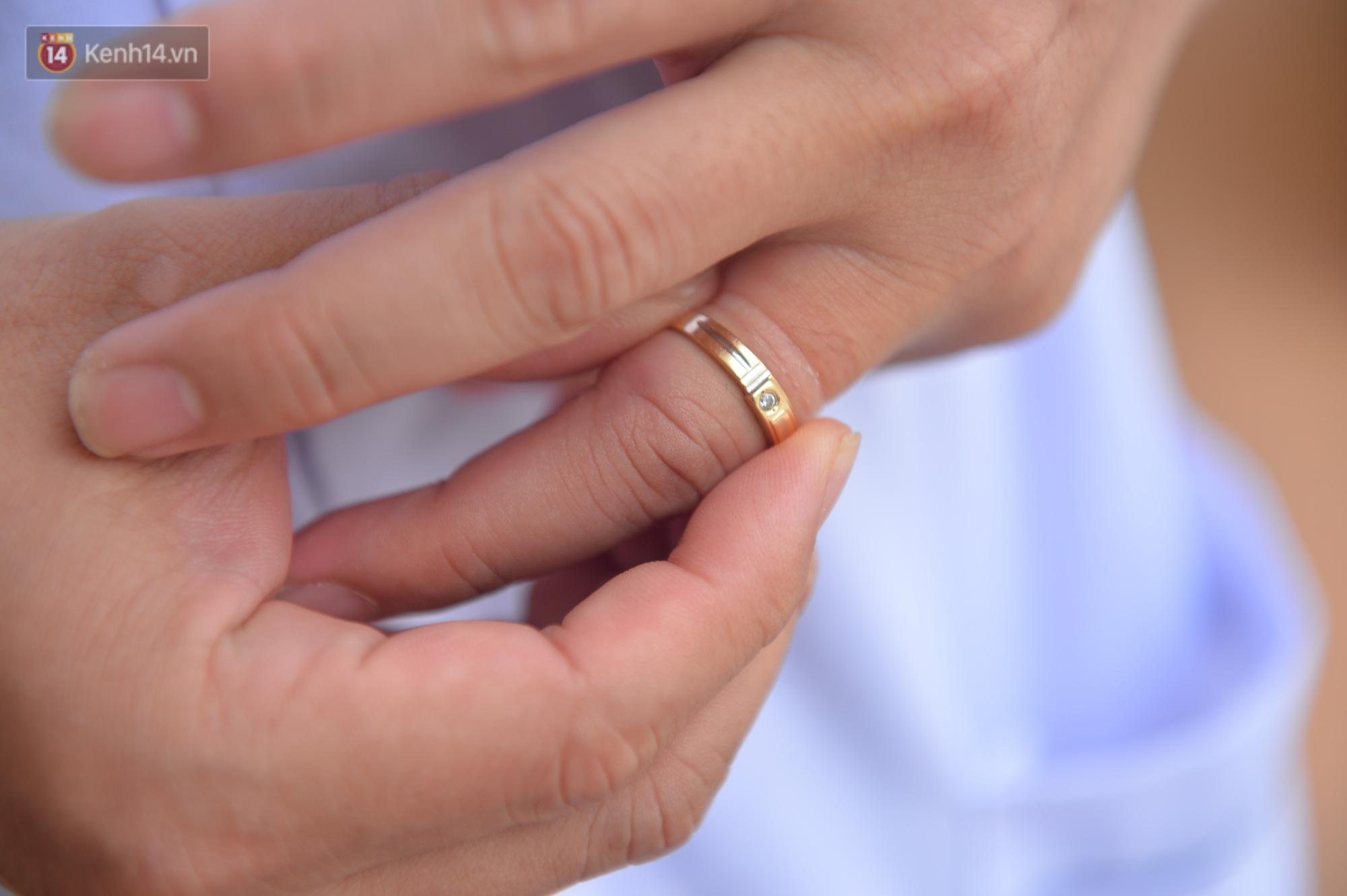 Các chiến sĩ nơi tâm dịch Vĩnh Phúc: Đi tắm, tháo nhẫn cưới ra mới nhớ sắp tới là kỷ niệm 10 năm ngày cưới - Ảnh 23.