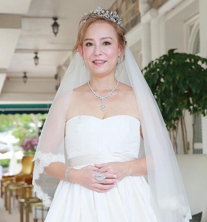 Tình duyên ly kỳ của Tiểu Long Nữ gốc Việt: Tuổi U60 vẫn được làm dâu nhà tỷ phú khét tiếng Hong Kong - Ảnh 8.
