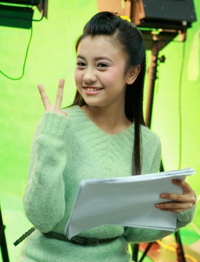 """Bất ngờ với ngoại hình nóng bỏng hiện tại của """"chị ong vàng"""", cô bé 15 tuổi đã được lên sóng VTV - Ảnh 2."""