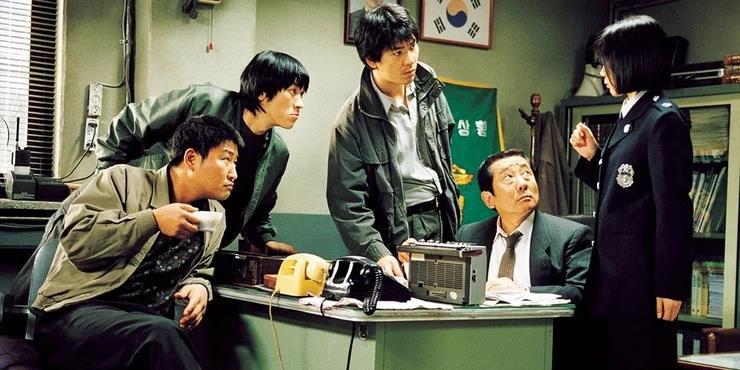 Bên cạnh Ký Sinh Trùng, đây 10 tác phẩm hay dành cho những ai mê phim của đạo diễn Bong Joon-Ho (P.2) - Ảnh 1.