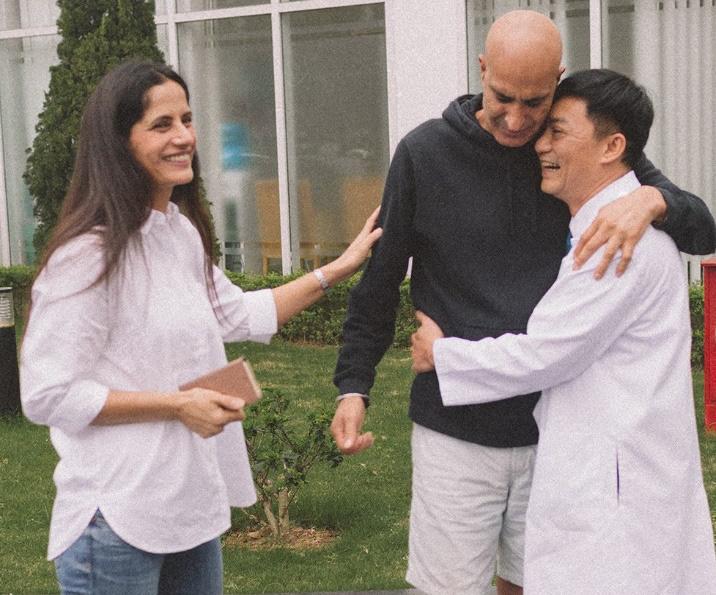 """Đi bơi sau 1 tuần phẫu thuật nhờ """"bảo bối"""" chữa ung thư đại trực tràng lần đầu tiên có tại Việt Nam - Ảnh 2."""