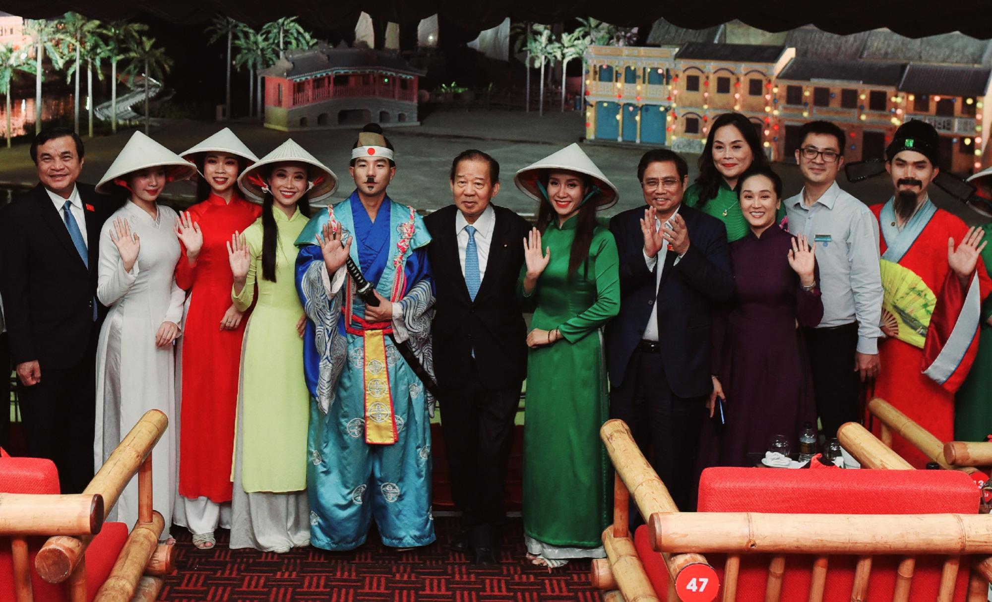 Đoàn giao lưu kinh tế, văn hóa và du lịch Nhật Bản xem show diễn thực cảnh Ký Ức Hội An - Ảnh 1.