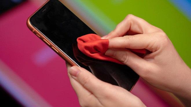 Hướng dẫn chi tiết cách vệ sinh điện thoại trong mùa dịch Covid-19 - Ảnh 4.