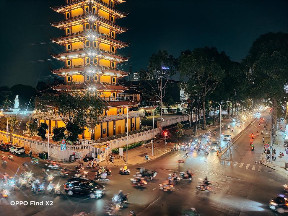 Lên nóc nhà ngắm Sài Gòn đẹp tĩnh lặng lúc về đêm - Ảnh 9.