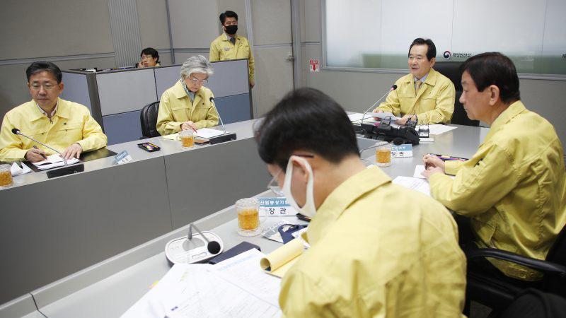 Không cần phong tỏa, Hàn Quốc vẫn kiểm soát được Covid-19, đó là nhờ bài học xương máu trong dịch MERS năm 2015 - Ảnh 1.