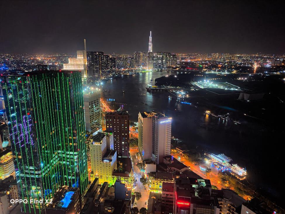 Lên nóc nhà ngắm Sài Gòn đẹp tĩnh lặng lúc về đêm - Ảnh 2.