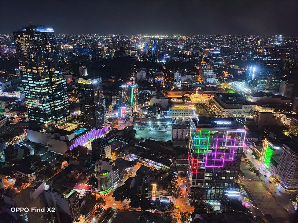 Lên nóc nhà ngắm Sài Gòn đẹp tĩnh lặng lúc về đêm - Ảnh 3.
